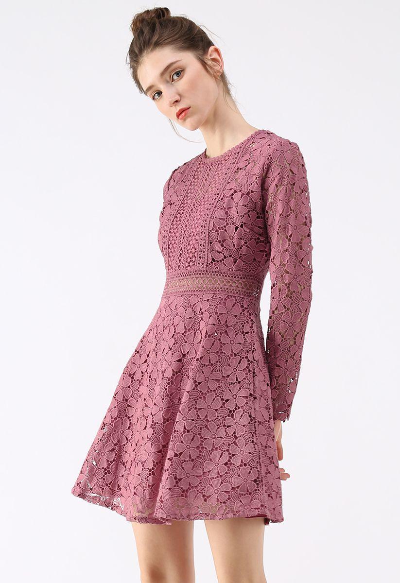 Robe de soirée florale au crochet en rouge rose