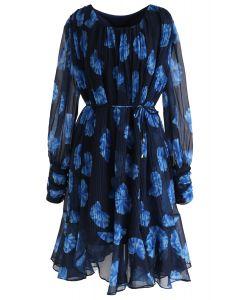 Robe en mousseline plissée à manches transparentes florales en bleu