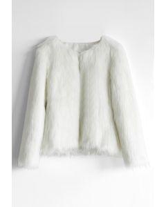 Mon manteau chic en fausse fourrure en blanc