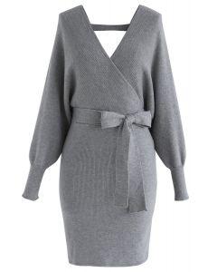 Robe en maille enveloppée Allure moderne en gris
